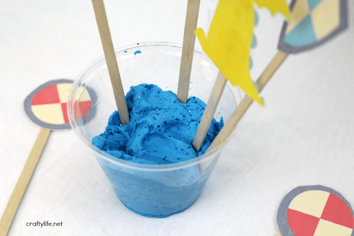 http://www.craftylife.net/diy-castle-moat-fluffy-slime-plus-printable/