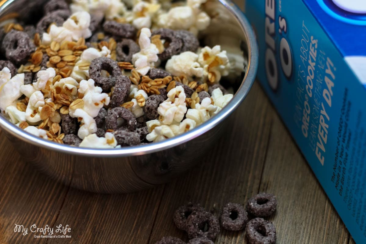 Quick and Easy Snack Mix for an Afterschool Snack with Oreo Os! #BestCerealEver